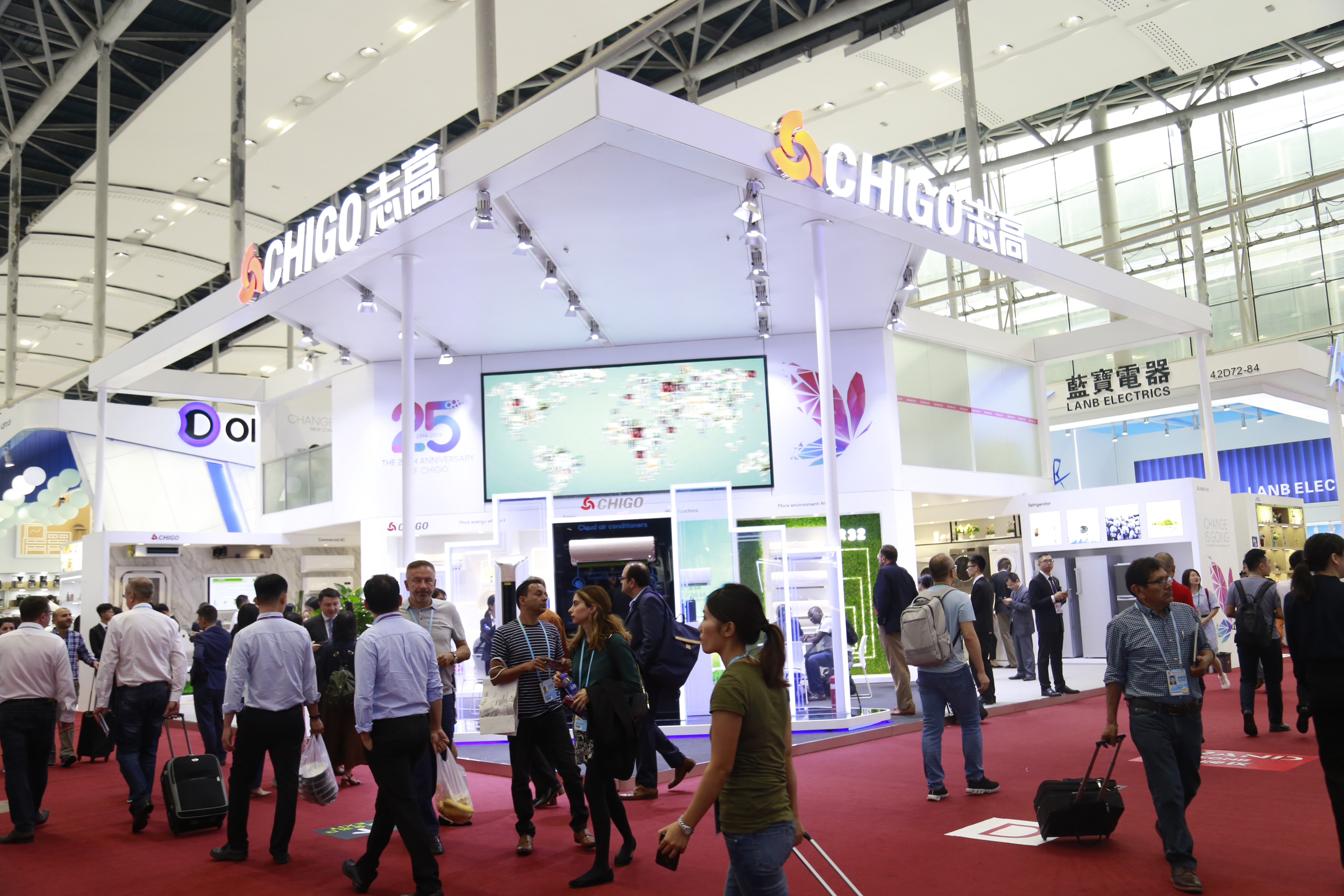"""Direct to the 126th Canton Fair! Chigo Booth is """"Hot"""""""